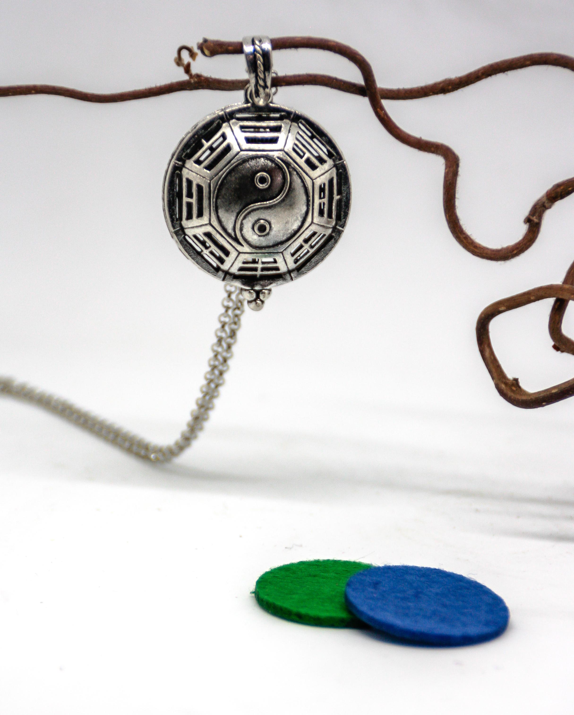 """Kette mit Duft-Anhänger """"Yin und Yang"""" in Silber-Optik"""